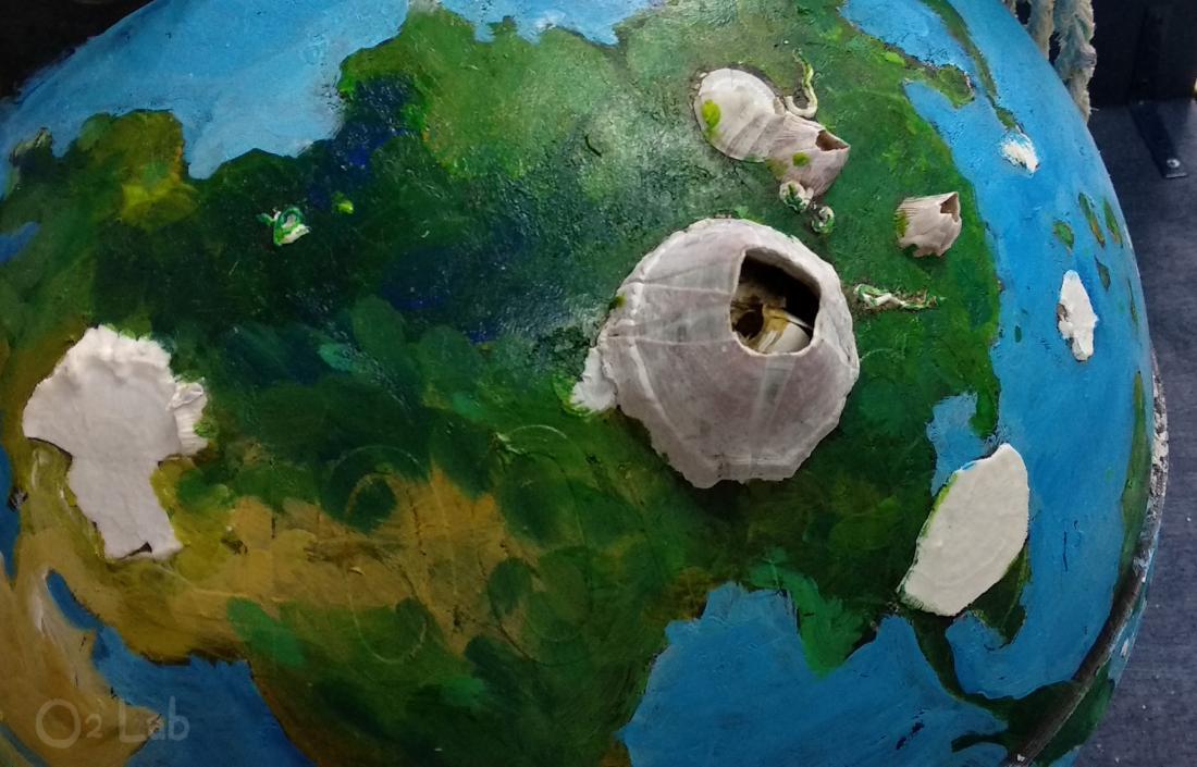 浮球不知在海上漂流了多久,撿到時附著著大大的藤壺