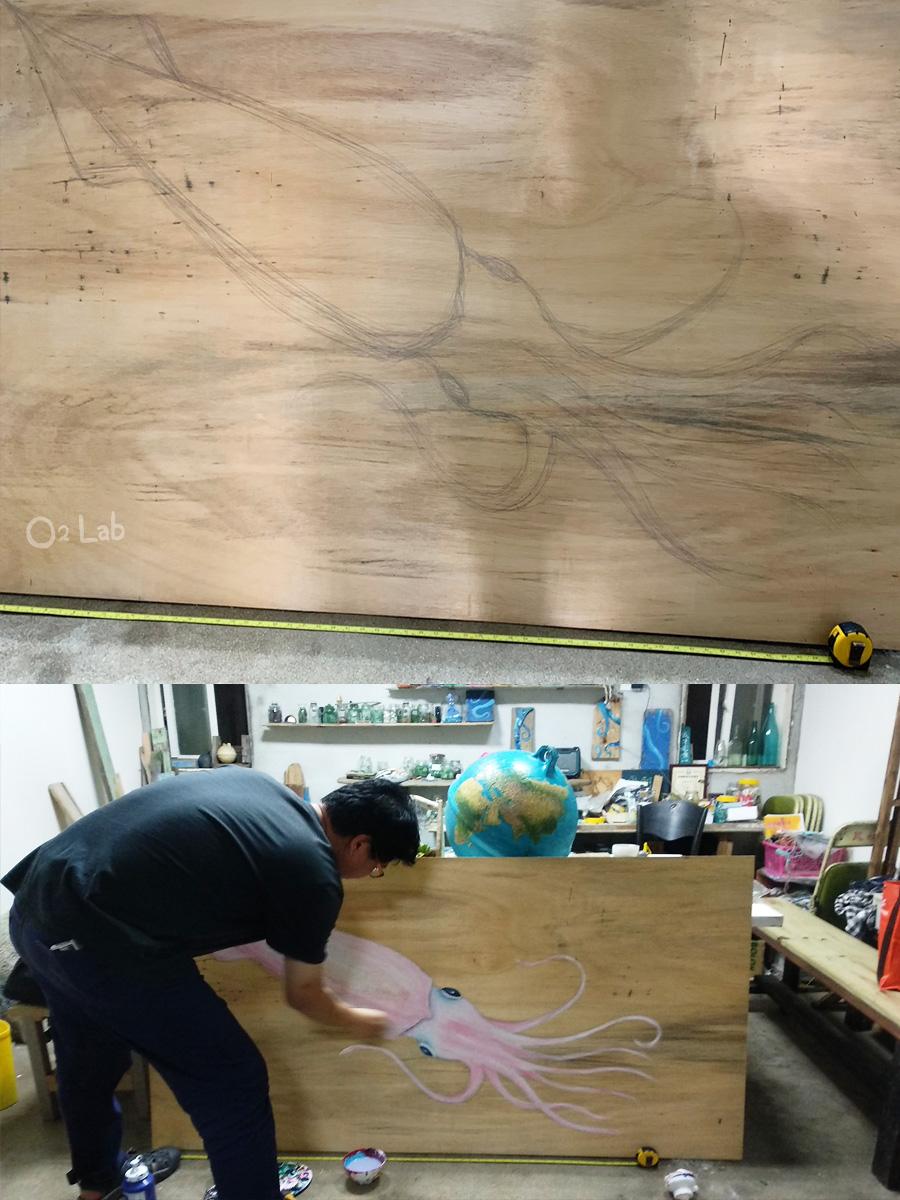 攤位很重要的精神小管,蟹老闆畫了隻很文青