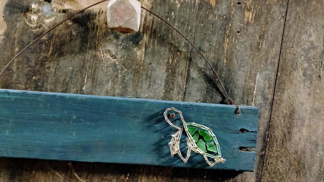 網繩搭配海玻璃的海龜