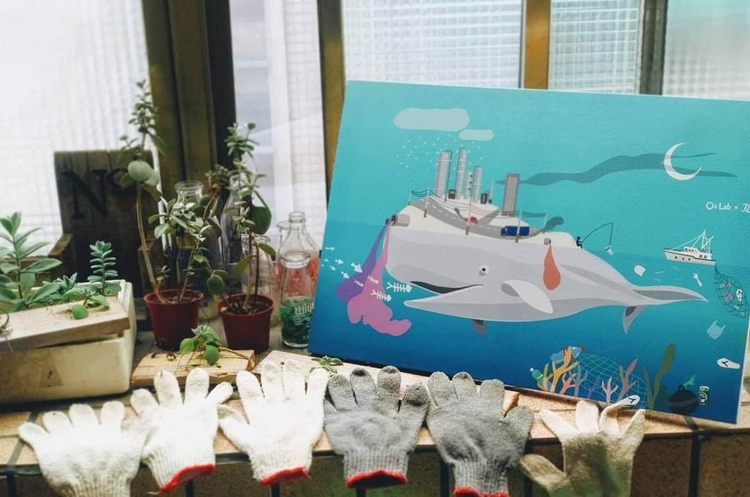 白鯨的島上車輛與工廠的廢氣遮蔽月光,幫白