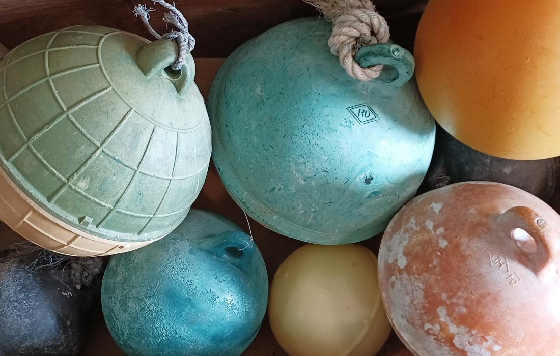 彩色的圓形浮球,各式圓形浮球。