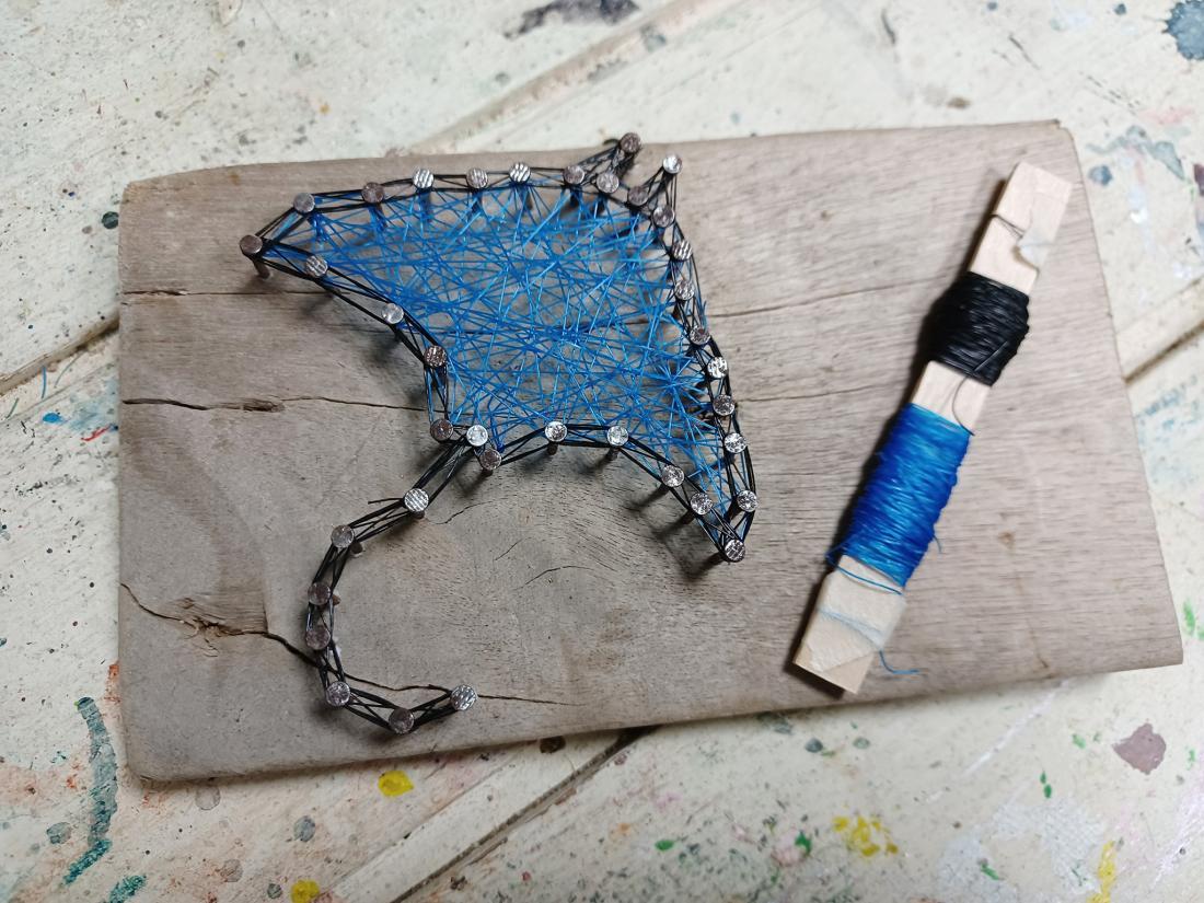 魟魚黑藍款,外框黑色網繩,內部藍色網繩。